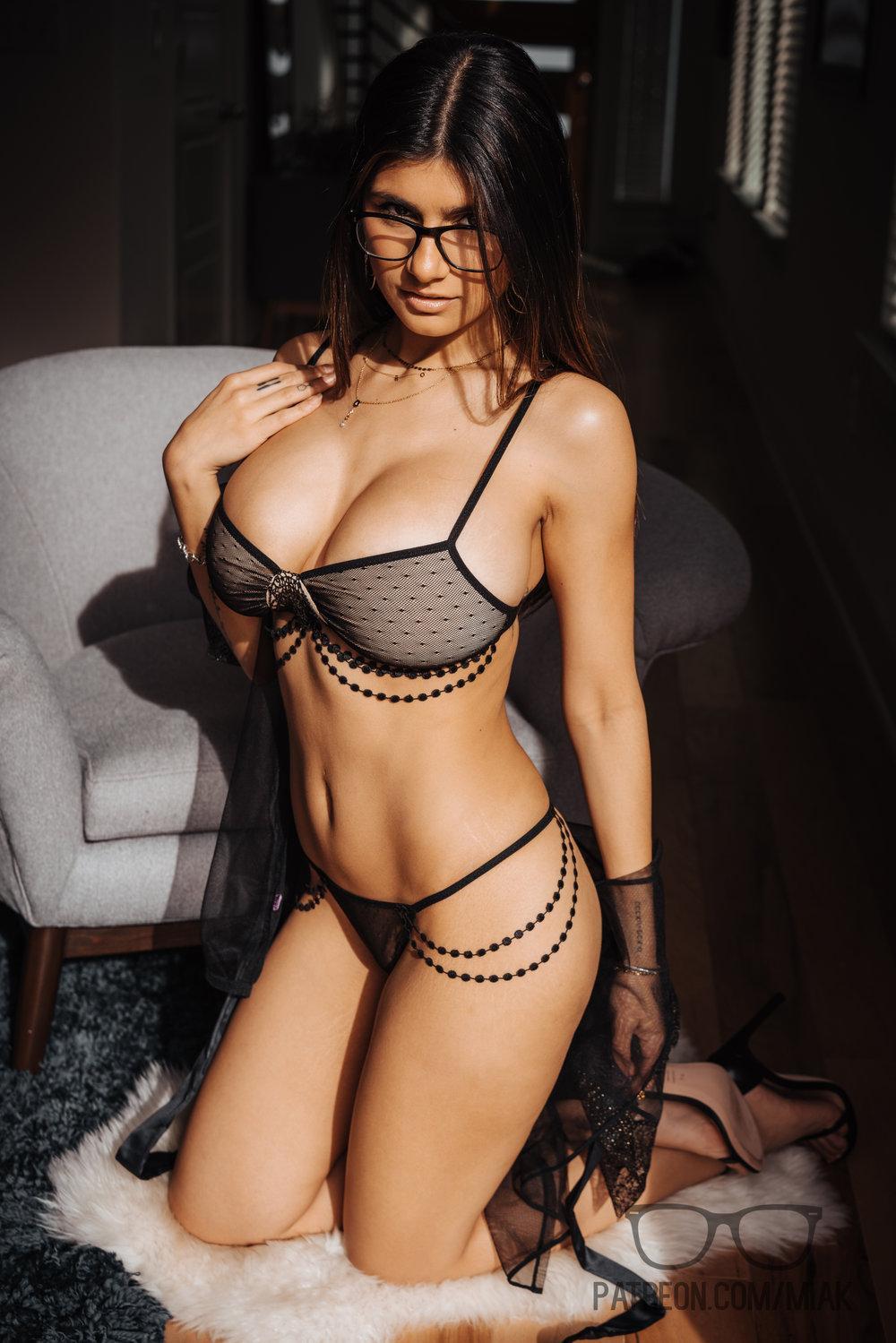Mia Khalifa Lingerie Stiletto Heels Photoshoot Leaked 0002