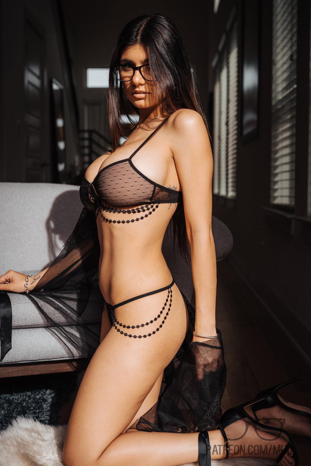 Mia Khalifa Lingerie Stiletto Heels Photoshoot Leaked 0004